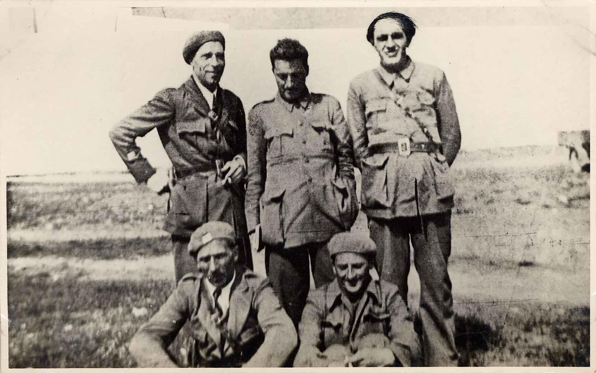Ritratto-di-gruppo-di-appartenti-alla-Brigata-Garibaldi