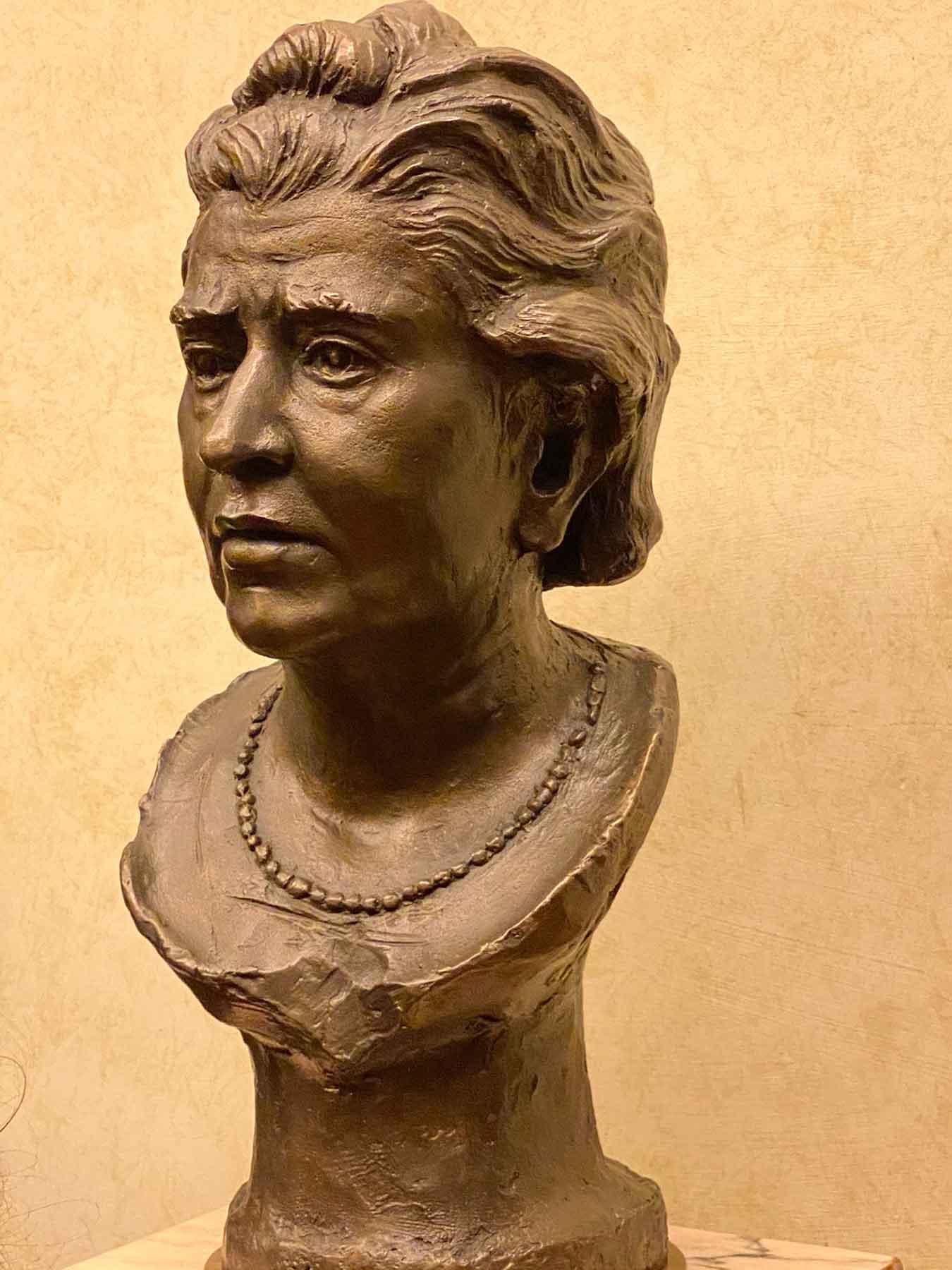 Busto bronzeo di Lina Merlin al Senato