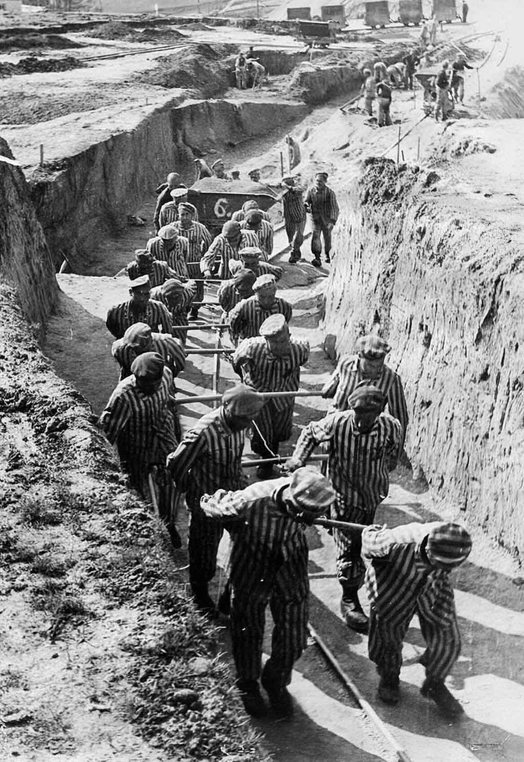 Mathausen-prigionieri-lavori-forzati