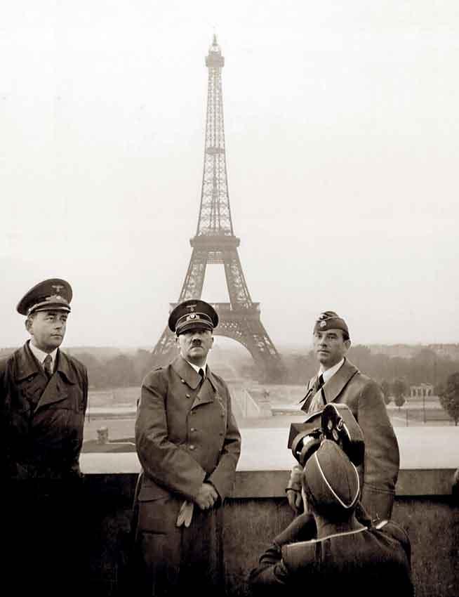 Adolf Hitler in posa per la propaganda nazist