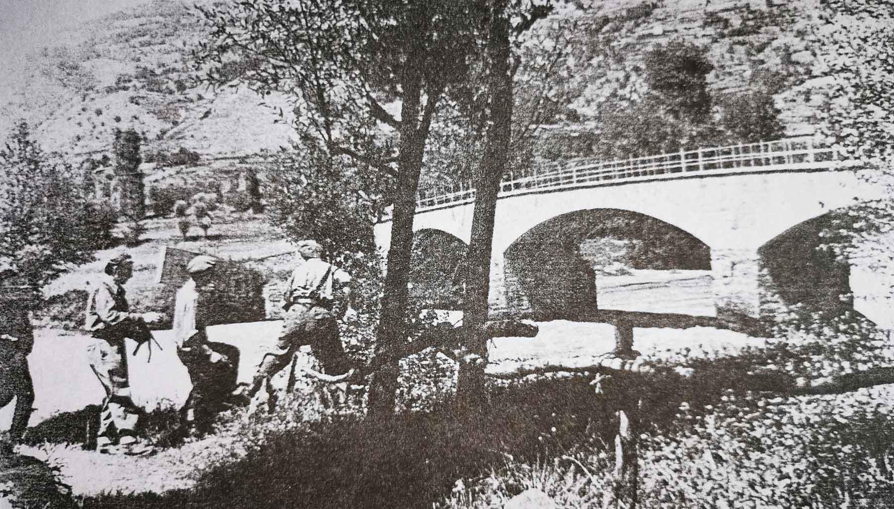 Partigiani francesi e italiani al lavoro per sabotare un ponte