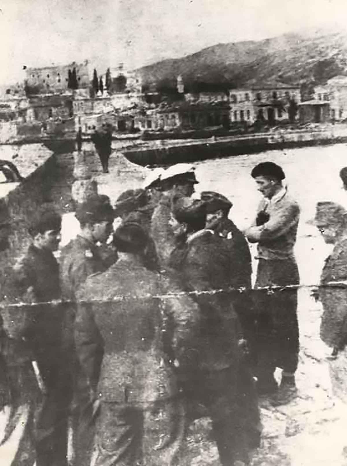 Gli italiani respingono la richiesta tedesca di resa, Isola di Samo