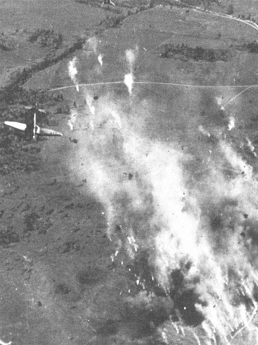 """""""Stukas"""" all'attacco delle posizioni italiane nella zona di Kardakata"""
